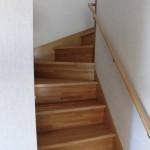 階段 手すり付き ご高齢の方も昇り降りしやすいです。
